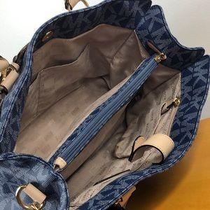 Michael Kors Bags - Michael Kors 💙 Blue Signature Hamilton Tote Bag